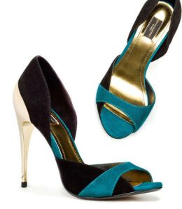 Sandal leather two-tone black and green with golden high heels from Zara